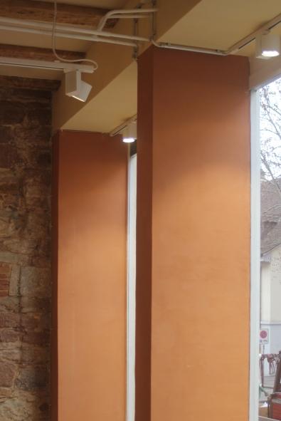 Pfeiler-Unterzug-Sandsteinwand